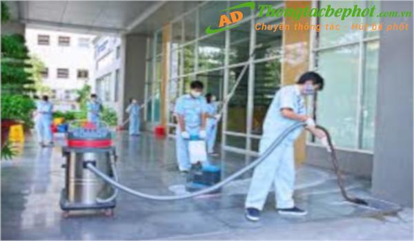 Có nên sử dụng dịch vụ vệ sinh công nghiệp an toàn hay không?